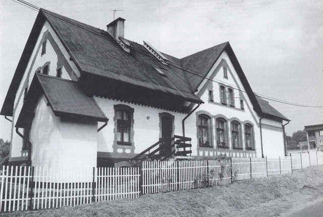 W starej szkole z 1902 roku mieści się dzisiaj przedszkole